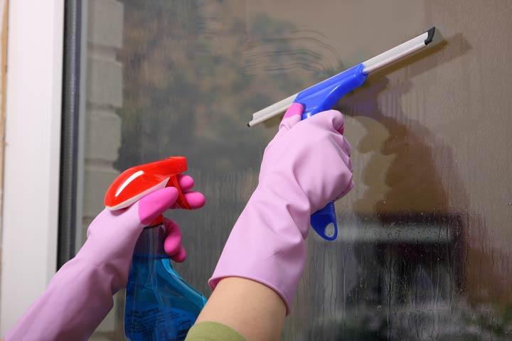 Fensterputzen mit Spülmittel