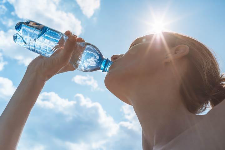 Nach Sonnenbrand viel trinken